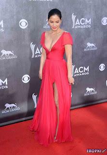 Olivia Munn looks at the ACM Awards in Vegas 1.jpg