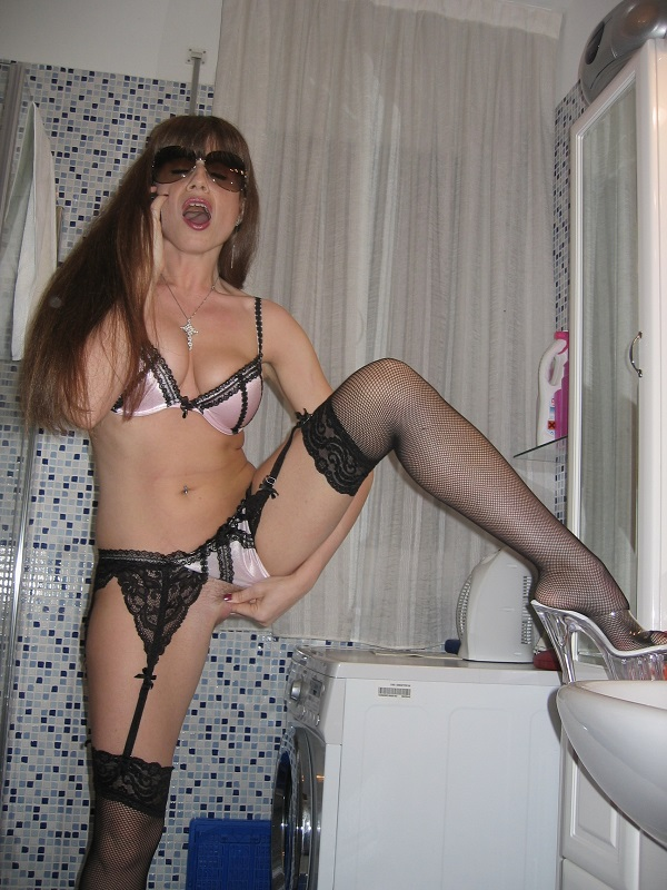 latina caliente milf 899 322 298 telefono erotico mature hotline
