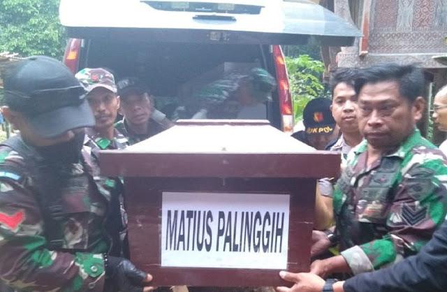 Tiba di Toraja,TNI Usung Jenazah Almarhum Matius Palinggi, Korban Kekejaman KKB di Nduga