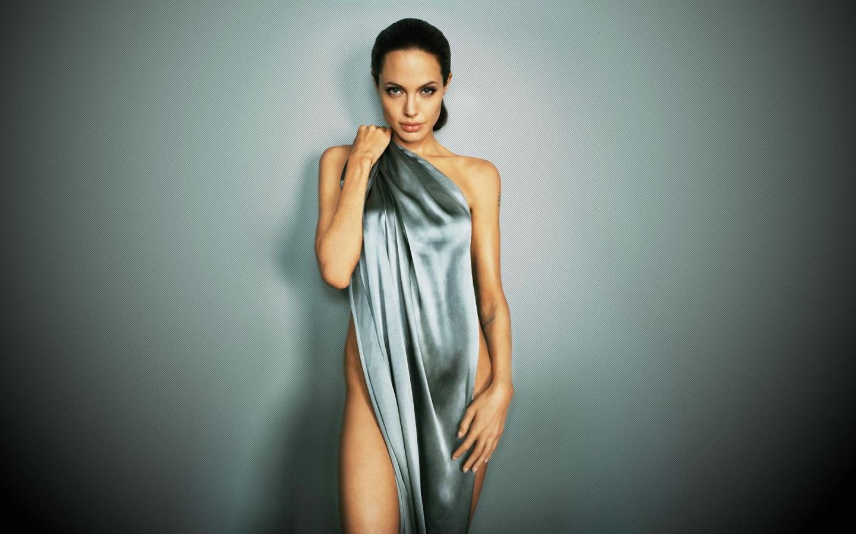 Angelina Jolie Bikini 109