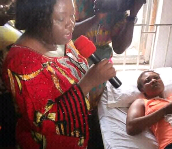 Ikpeazu (@nkechi_ikpeazu)visits Herdsman attack victim, promise to pay victim's medical bill