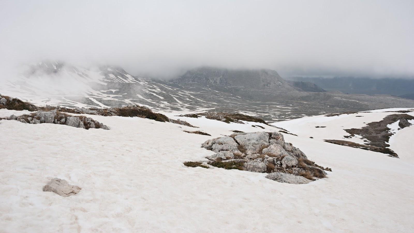 Dal rifugio Sebastiani, vista verso la valle del Puzzillo