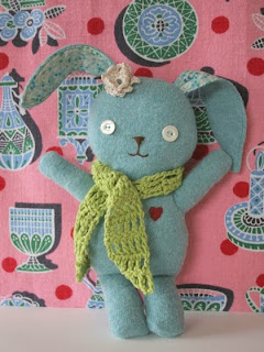 http://ninimakes.typepad.com/stitch_vill/2010/03/this-is-sunny-a-free-bunny-pattern.html