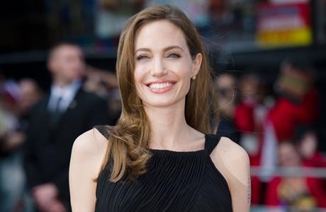 Jual Rumah, Angelina Jolie Cemburu Brad Pitt Jalan bareng Mantan?
