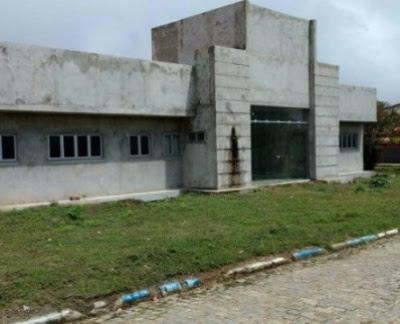 Prefeitura de Entre Rios autoriza licitações para terminar 7 obras inacabadas