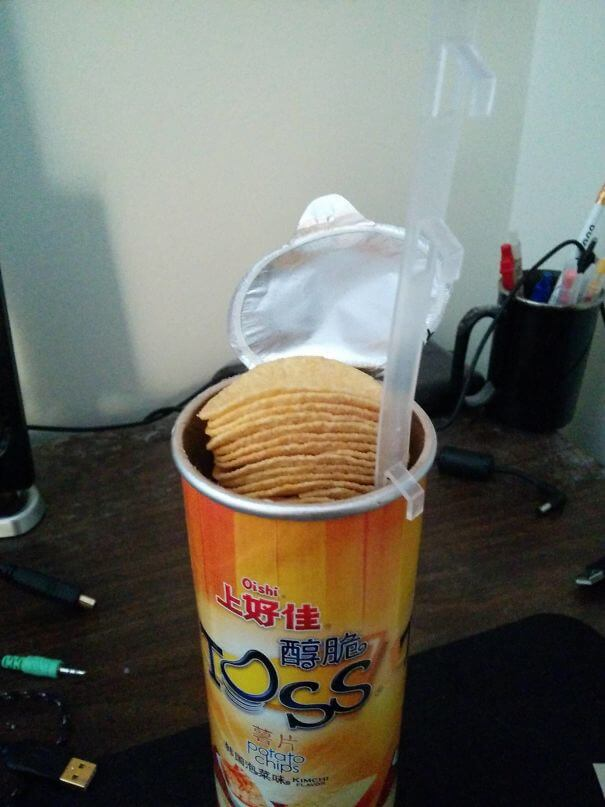 20 Innovative Food Inventions We Had Never Seen Before - Asian 'Pringles' With A Tab To Lift The Chips Up So That You Don't Have To Try To Put Your Hand In The Tube