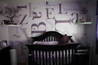 dormitorio lila para bebé
