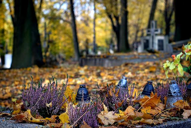 cmentarz - życie - śmierć - przemijanie - Święto Zmarłych - relacje międzyludzkie