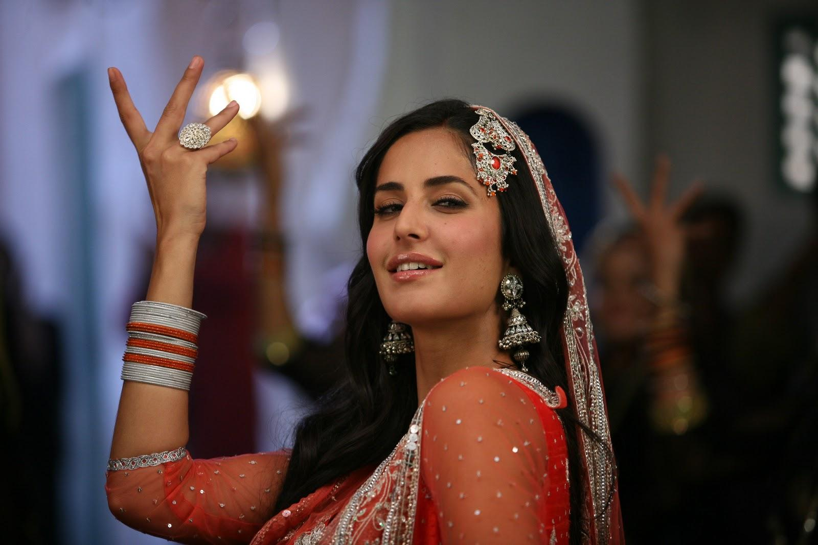 Funny Indian Girl Wallpaper Bollywood Actresses Wallpapers Indian Actros Pictures