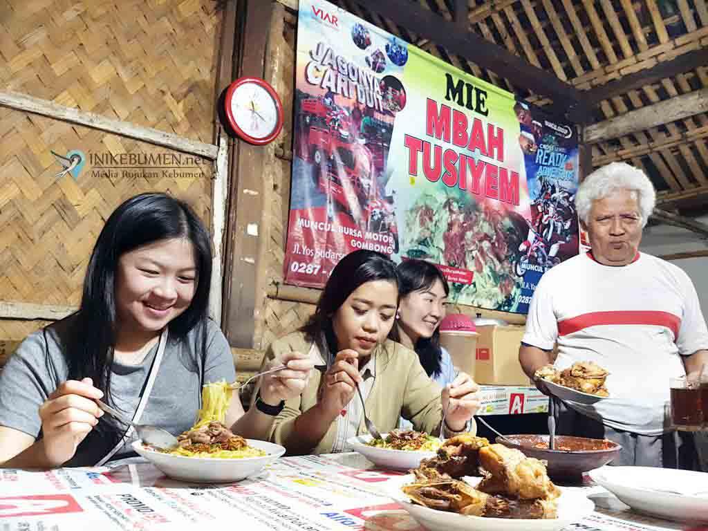 Bakmi Mbah Tusiyem, Bakmi Kampung yang jadi Buruan Orang Kota