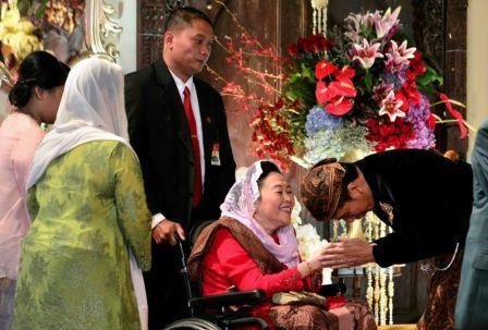 Cara Presiden Jokowi Sambut Istri Gus Dur dan Momen yang Terjadi Berikutnya Banjir Pujian Netizen