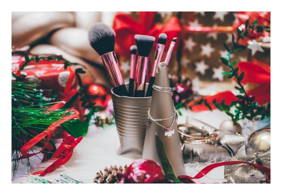 13 dodatek pomysł na prezent świąteczny dla fashionistki dla blogerki dla kosmetyczki nietypowe dodatki do domu pomysł na prezent dla osób lubiących ładne rzeczy dodatki contit kolorowe dodatki do wnętrz  gwiazdk