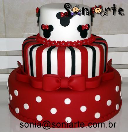 Bolo fake Minnie Mouse vermelho