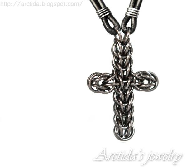 Arctida's creations: Celtic Cross necklace chainmaille