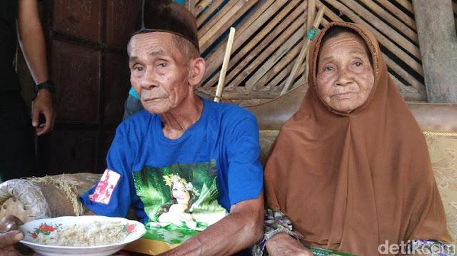 Apa Makna Kemerdekaan Bagi Mereka? Tak Mampu Beli Beras, Keluarga Lansia di Kuningan Ini Sudah 5 Tahun Makan Nasi Aking