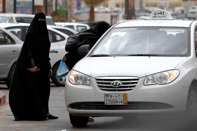 Wanita di Arab Saudi dilarang menyetir mobil sendirian