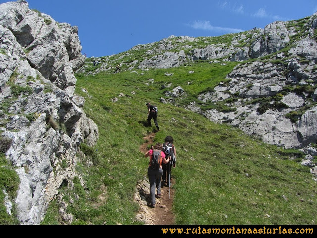 Ruta Les Campes Peña Mea: Camino a Peña Mea