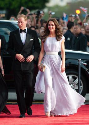 5a516059cc Fashion Assistance  Guillermo y Catalina en los BAFTA Brits To Watch en Los  Angeles. Invitados famosos