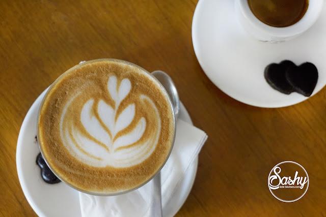 Massimo Bali -Coffe Latte (23 k) dan Single Esspresso (18k)