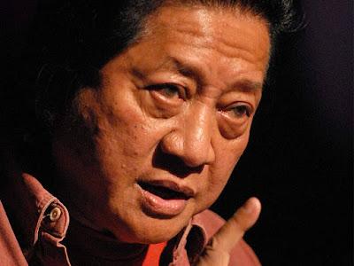 Biografi WS Rendra - Sang Penyair dan Sastrawan Indonesia