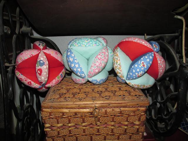 https://4.bp.blogspot.com/-Q_Xlr9sdI6c/WA9oW8nguMI/AAAAAAAAE-s/pYU6C4vyfNsvc1d2YDvvzsXRtO5ZnorvACLcB/s640/Donna-puzzle-balls.JPG