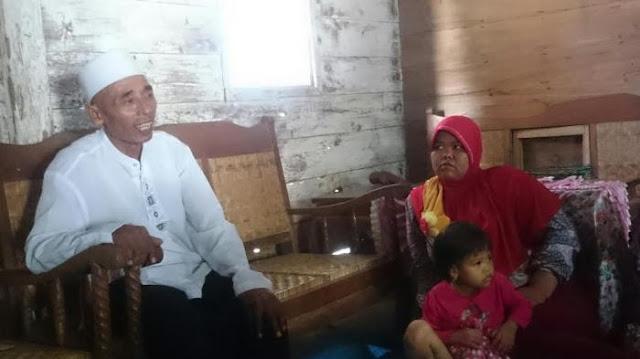 Kasrin, Tukang Becak Yang Berangkat Haji Secara Misterius Tersebut Pulang, Ini Yang Terjadi Di Rumahnya
