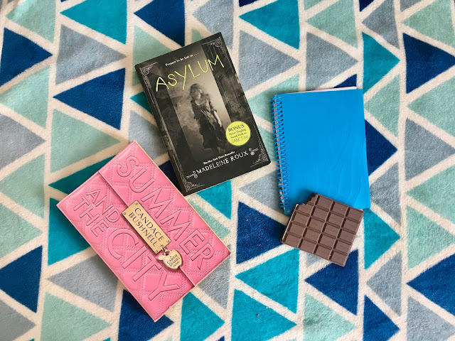 letmecrossover_blogspot_michele_mattos_blog_blogger_declutter_minimalism_game_challenge_the_minimalists_minimalist_clean_space_books_summer_and_the_city_asylum_candace_bushnell_madeleine_roux_little_notebooks_chocolate_shaped_dollar_store_tree_haul_beauty_fashion_the_end_of_the_year_2018_how_to_have_a_good_year
