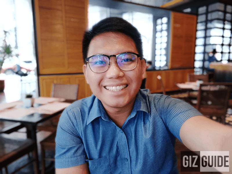 Selfie w/ background blur