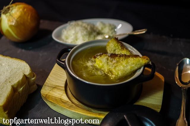 Zwiebelsuppe Rezept | mit Käsecroutons | mit Wein - Foodblog Topfgartenwelt