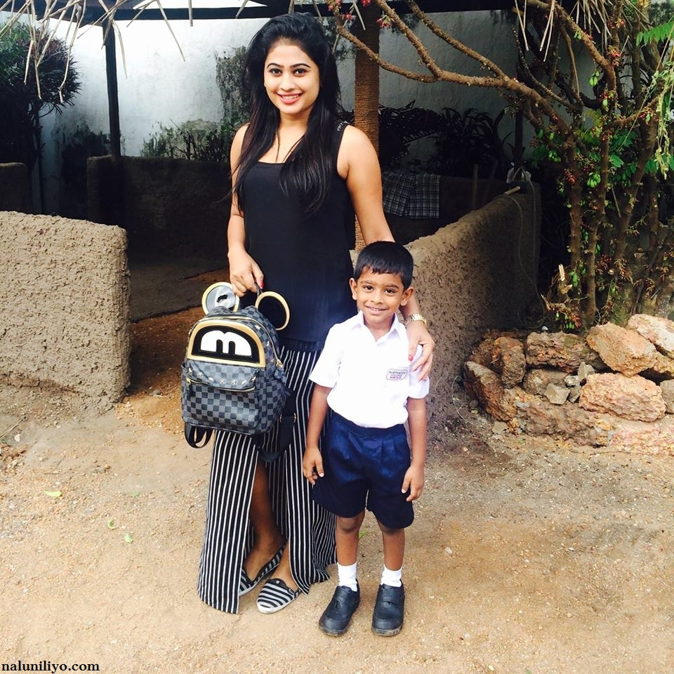 Piumi Hansamali and son