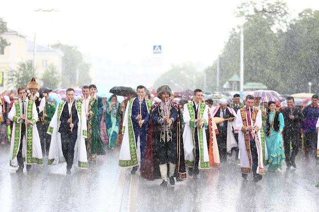 9 июня — праздник национального костюма.