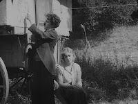 """Кадр из фильма Чарли Чаплина """"Скиталец"""" (1916) - 13"""