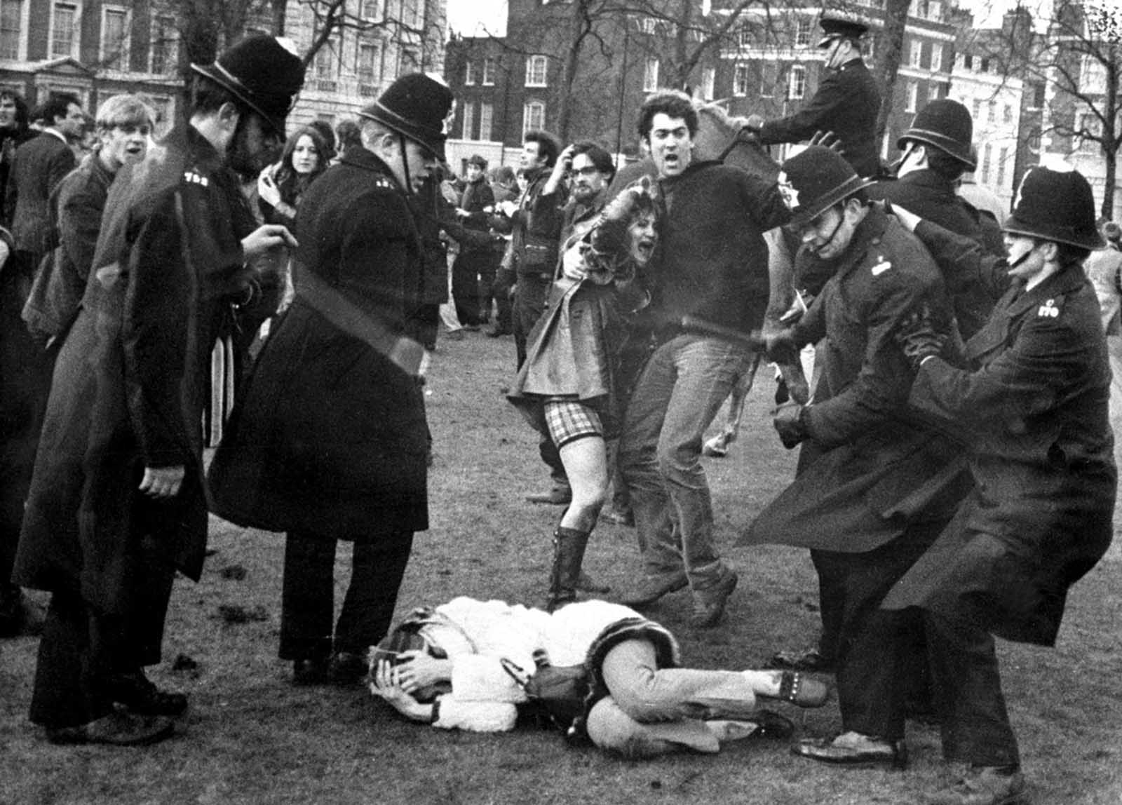 Police struggle with anti vietnam war demonstrators outside the embassy of the united states in grosvenor square london on march 17 1968