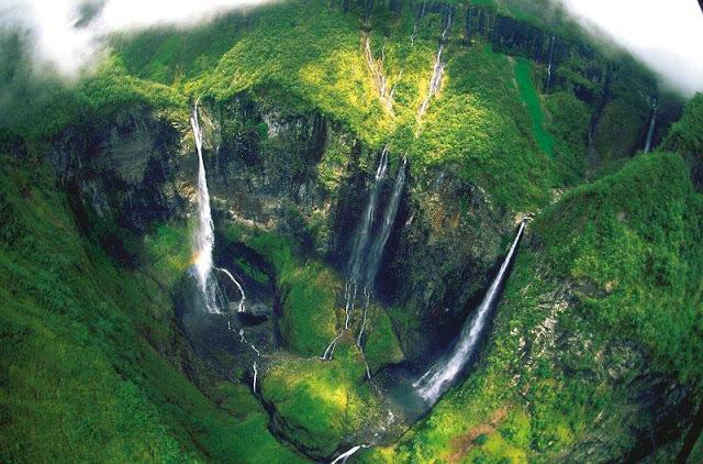 Cascade trou de fer vue du ciel à la Réunion