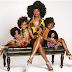Diseñadora crea muñecas con cabello afro