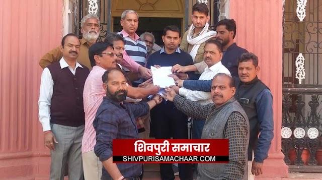 पदोन्नति में आरक्षण और एट्रोसिटी एक्ट में संशोधन को लेकर नाराज सपाक्स, सौंपा ज्ञापन | Shivpuri News