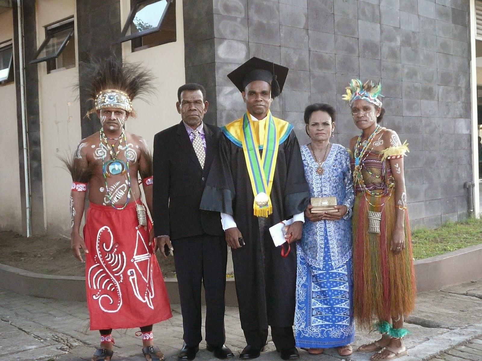 BLOGGING-ON: Bagaimana Cara Budaya Papua Beradaptasi.