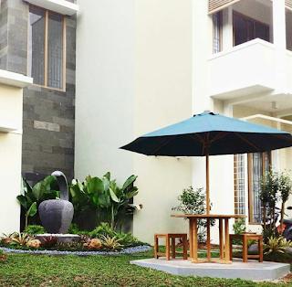 taman minimalis dengan kolam air terjun
