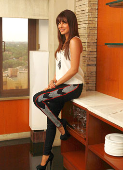 Priyanka chopra latest hot photo shooot inmycity