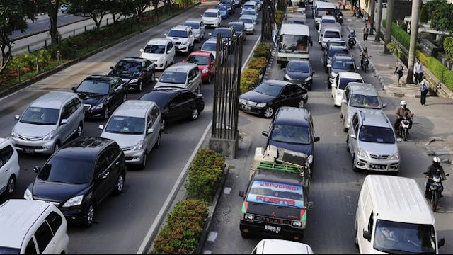Tips Mengatasi Jenuh Saat Macet di Jalan Raya