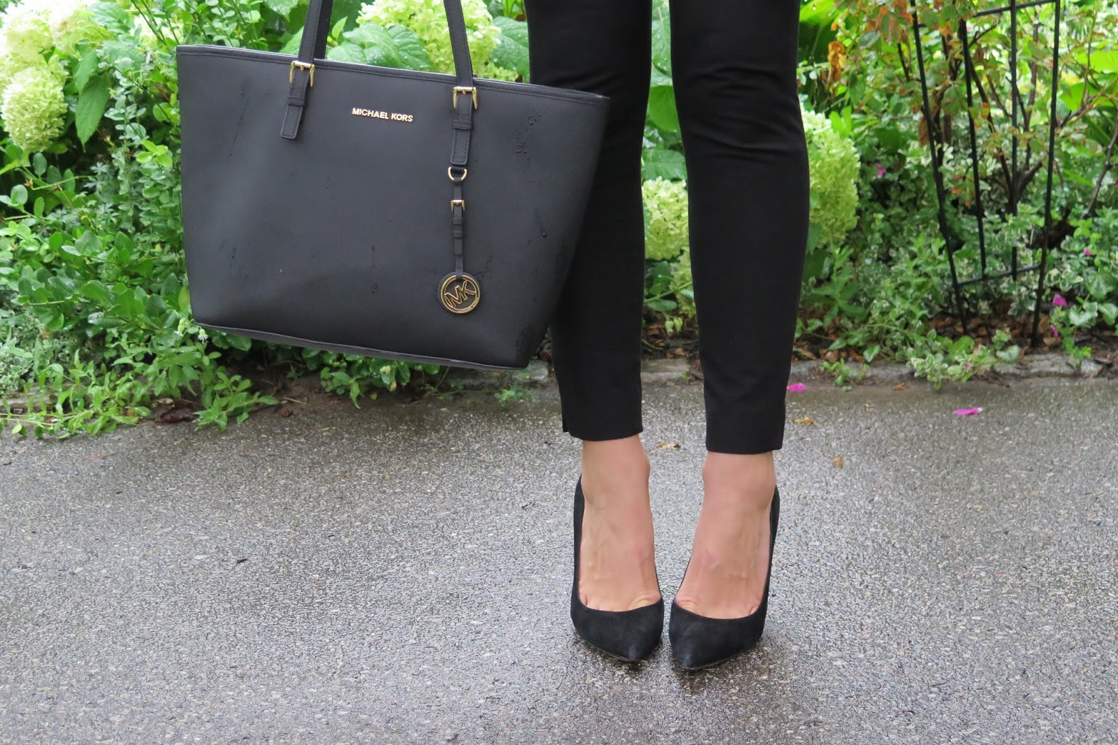 comfortable-black-suede-heels