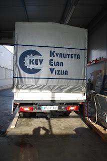 Nova barva, nov logotip in njihov slogan na kamionu.