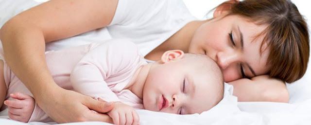 Ibu Ini Manfaat Tidur Seranjang Bersama Bayi, Berikut Uraianya!