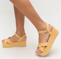 Sandale cu talpa groasa de vara ieftine si la moda galbene