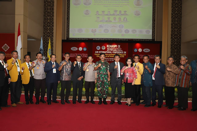 Kunjungan Ke Padang, Pangliima TNI Silaturahmi Dengan Para Dosen