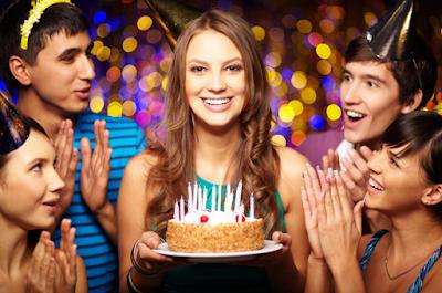 HISTORI: Kue Ulang Tahun, Lilin, dan Nyanyian