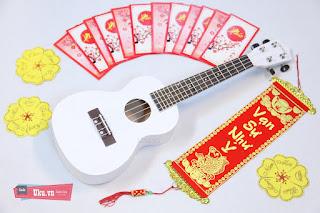 Ukulele concert trắng