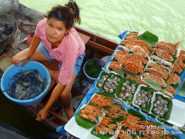 people, street portrait, high-angle shot, Thailand, Bangkok, Taling Chan Floating Market, floating market, Thai food, seafood, delicious, boat vendor