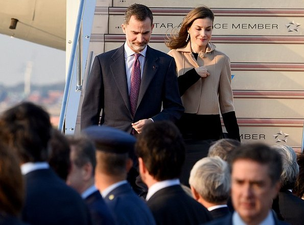 King Felipe and Queen Letizia is here on a four-day state visit to Japan. Queen Letizia wore Hugo Boss Jadabia Wool Cashmere Color Jacket
