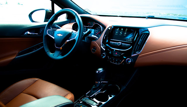 2017 Chevrolet Cruze Hatchback Premier Kalahari interior